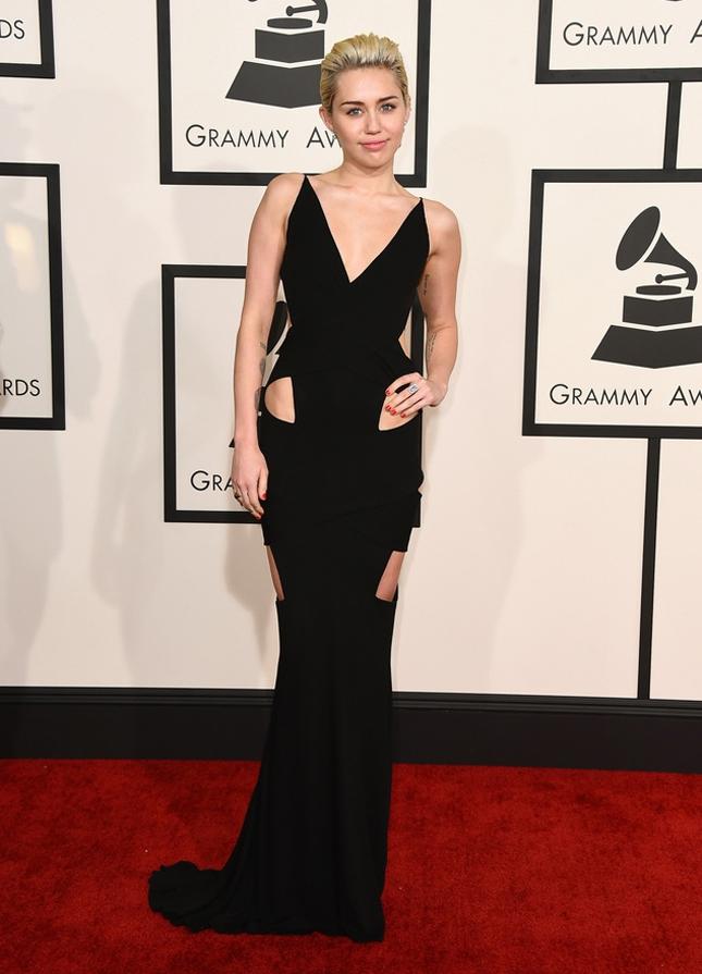 черное платье с вырезами