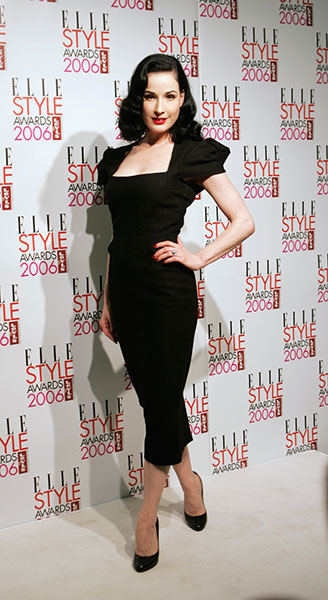 Дита фон Тиз в черном платье