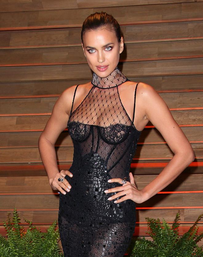 Ирина Шейк в прозрачном черном платье